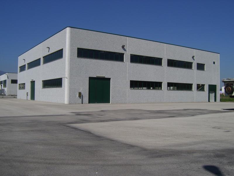 Vendita capannone industriale a campli te zona for Piani di stoccaggio capannone