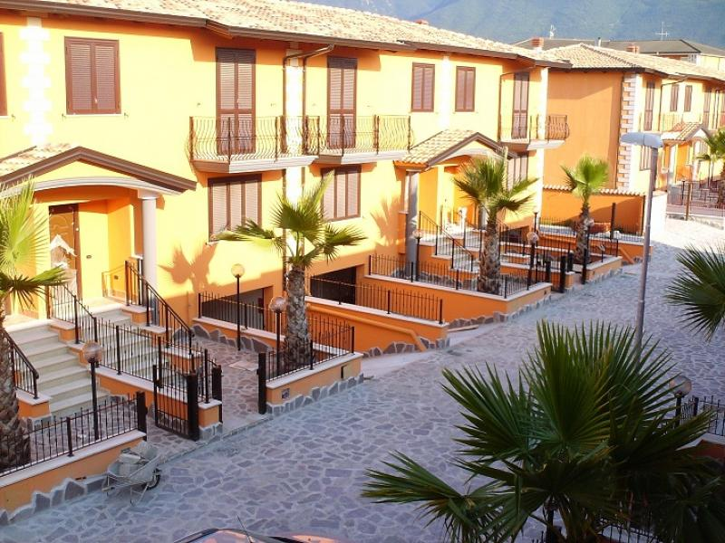 Nuovo Parco Residenziale Di Villette Schiera