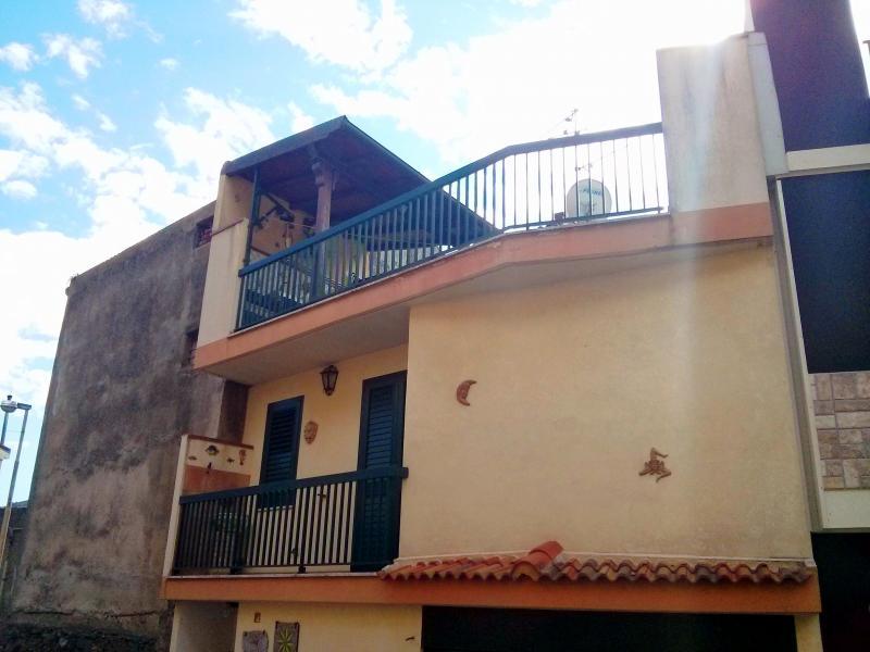 Casa indipendente in residenziale for Comprare garage indipendente