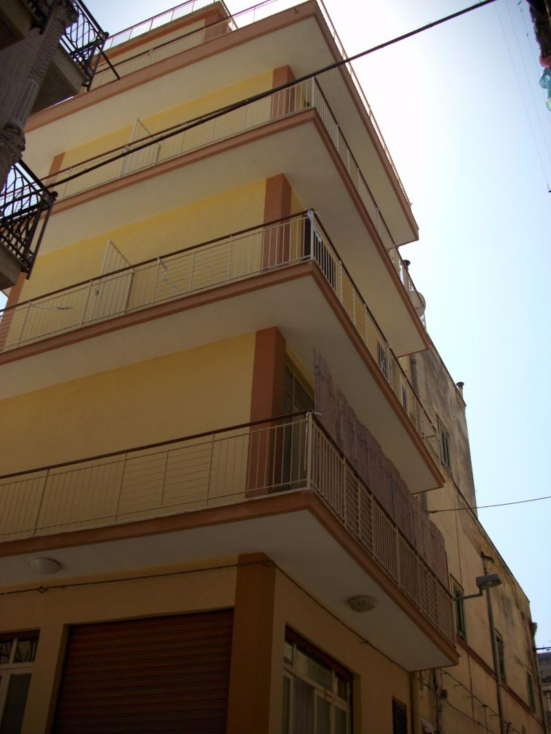 Intero immobile di quattro piani sito nel centro storico for Piani di casa artigiano storico