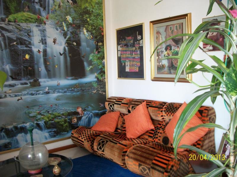 Appartamento sul lungomare con vani serv mansarda garage for Appartamento sul garage