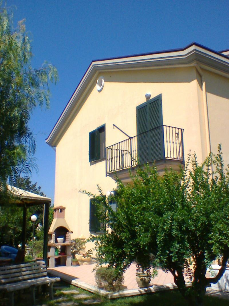Villa con giardino fisciano salerno for Comprare garage indipendente
