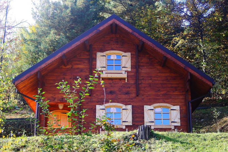 Chalet baita il legno massello da favola roburent in vendita for Baite in legno da 2 letti in vendita