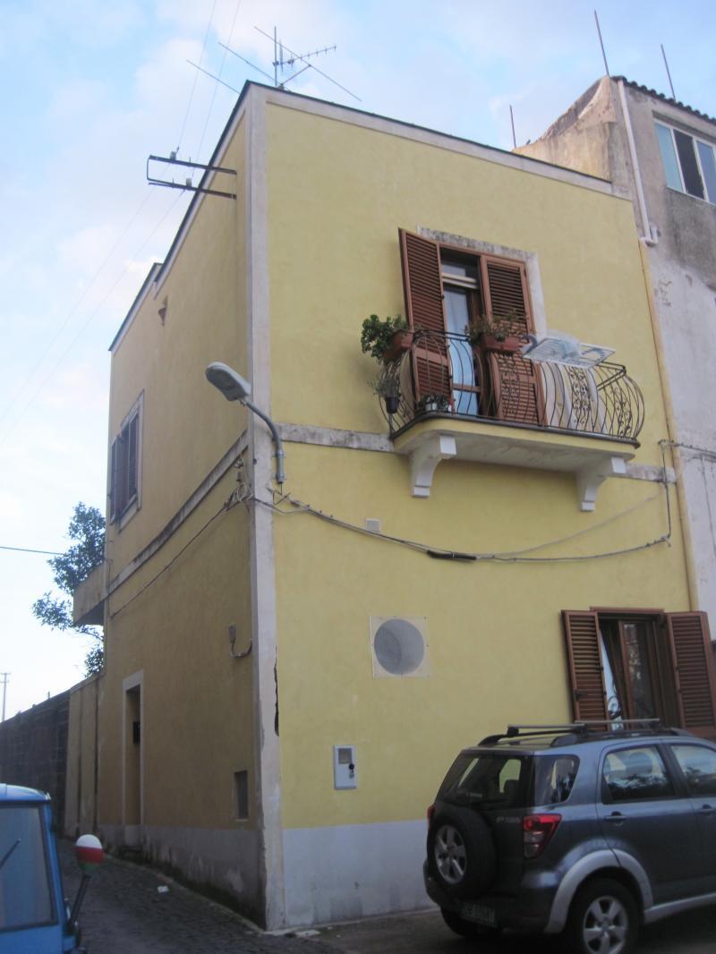 Casa colonica finemente ristrutturata in vendita procida for Cerco casa privati