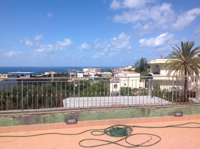 Monte di procida panoramicissimo appartamento vendesi - Immobiliare procida ...