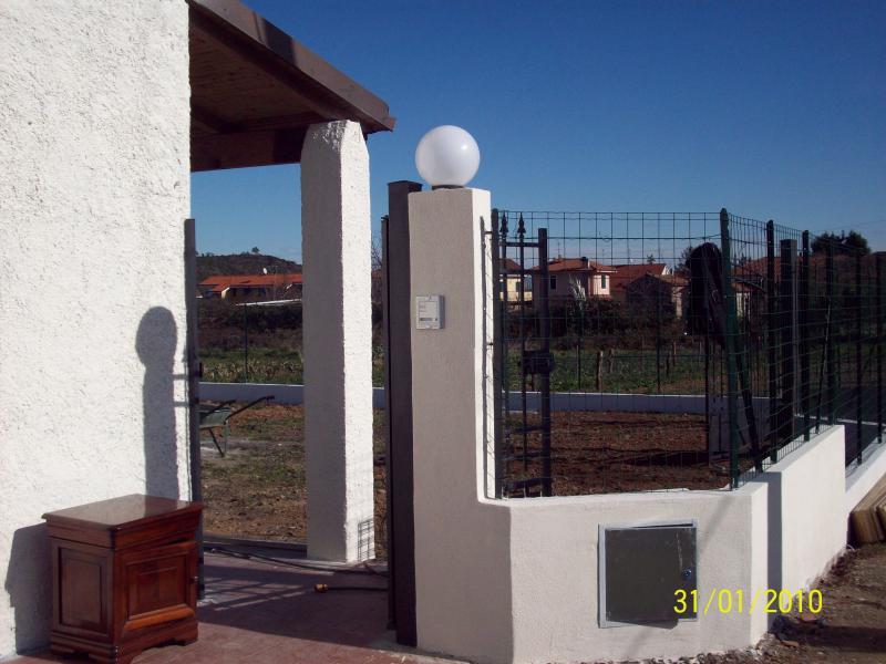Piano terreno di casa indipendente con giardino for Passi per l acquisto di terreni e la costruzione di una casa