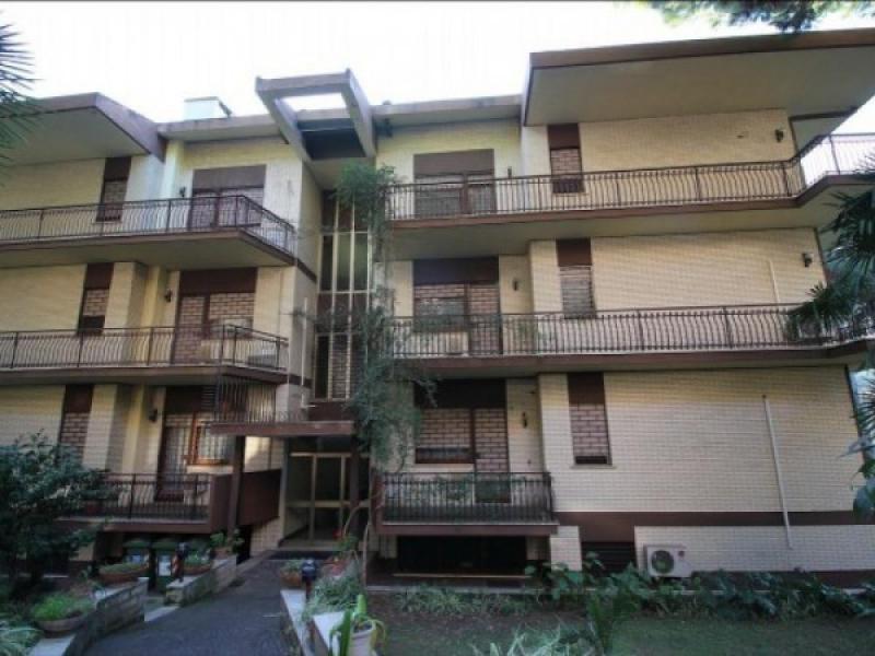 Mostacciano appartamento trilocale ristrutturato for Vendesi appartamento a roma