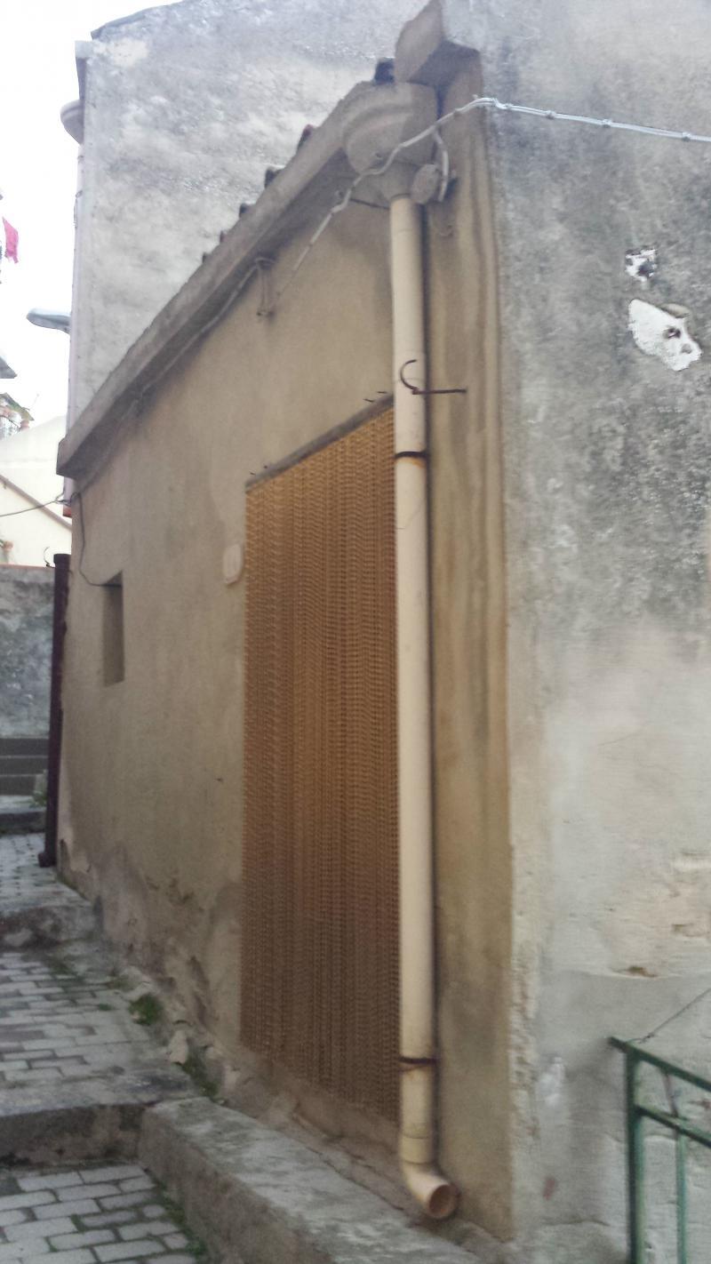 Casa indipendente con garage da ristrutturare for Piano casa a quattro timpani con garage